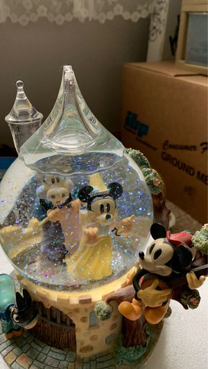 Collectible Disney: Mickie and Minnie Mouse Musical Water Globe for Sale in Chippewa Falls, WI