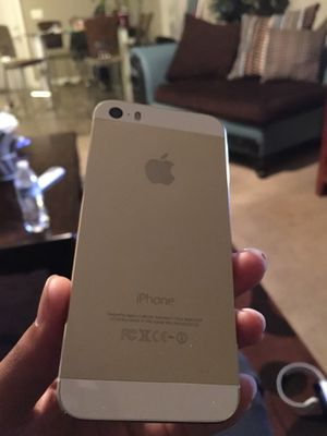 iPhone 5 W/Case for Sale in Nashville, TN