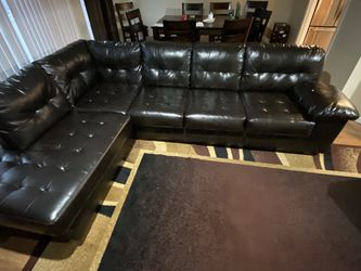 Black Leather Sectional Couch for Sale in St. Louis,  MO