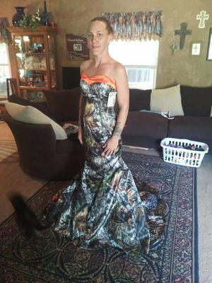 Mossy oak wedding dress for Sale in Port Neches, TX