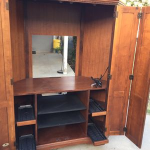 Tv stand cabinet fit 40 inches tv in good condition Dimension tall 67 inches long 58 inches deep 22 inches. for Sale in Fresno, CA