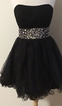 BLACK PARTY DRESS SIZE LARGE for Sale in Glendale,  CA