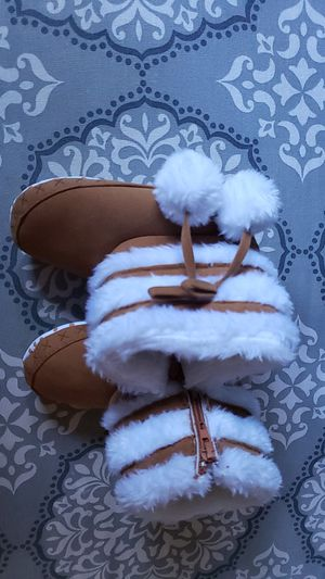 Soft baby girl boots size 4 for Sale in Inman, SC