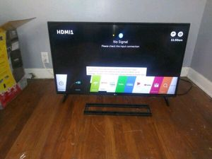 44in LG smart Tv NEW for Sale in Shaker Heights, OH