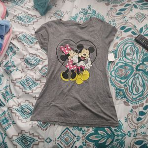 Mickey And Minnie T-shirt for Sale in Port Richey, FL