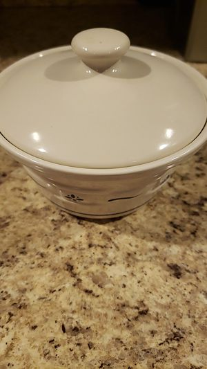 Longaberger bowl with lid for Sale in Las Vegas, NV