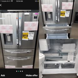 NEW OUT IF BOX SAMSUNG STAINELSS STEEL FOUR DOOR REFRIGERATOR for Sale in Rialto,  CA