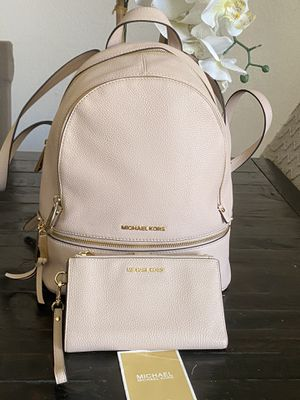 Michael kors backpack and wallet for Sale in Los Angeles, CA