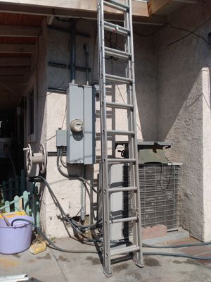 20 ft aluminum ext ladder like new for Sale in El Monte, CA