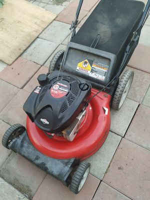 """Yard Machines (21"""") 190cc Lawn Mower ( ready to mow ) for Sale in Anaheim, CA"""