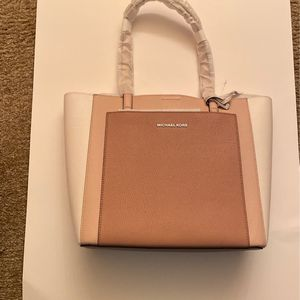 100% Real Michael Kors Purse Brand New for Sale in Livonia, MI