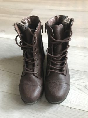 WOMENS BOOTS SIZE 6.5 for Sale in Las Vegas, NV