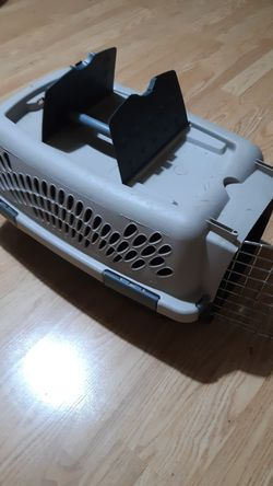 Petmate Portable Kennel, Pet Taxi, Small for Sale in Gainesville,  FL