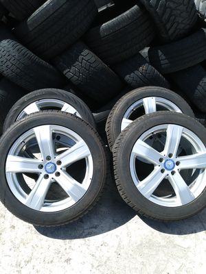 Wheels for mercedes benz s550 2011 18x8.5 the tires are 255/45/18 has some scratches for Sale in Miami, FL