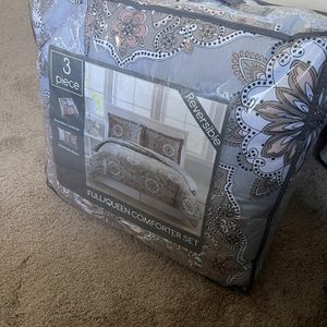 Comforter Sets full / Queen Size 3 Pieces(1 Comforter+2 Pillowcases. Never opened still in box price firm $55. for Sale in San Diego, CA
