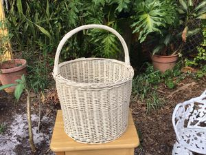 Large White Wicker Basket for Sale in Tampa, FL
