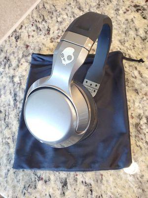 2 wireless headphones- SKULLCANDY for Sale in Conroe, TX