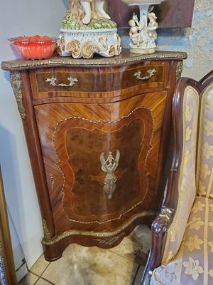 Antique corner table cabinet with bronze details for Sale in Tampa, FL