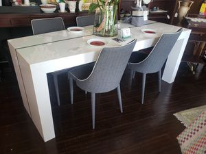 Modern Dining Table w/ Four Chairs for Sale in Fort Lauderdale, FL