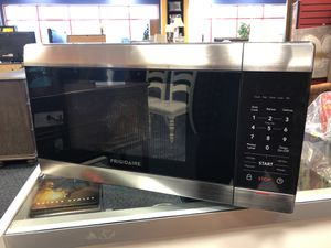 New Frigidaire 1100 Watt Microwave for Sale in Virginia Beach, VA