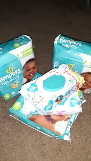 Sz 5 Pampers w Wipes for Sale in Houston, TX