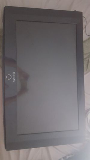 32 inch Samsung LCD tv with wall mount for Sale in Fresno, CA