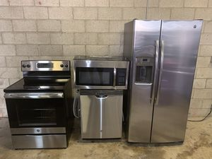 VERY NICE SET OF GE STAINLESS STEEL KITCHEN APPLIANCES SET for Sale in Phoenix, AZ