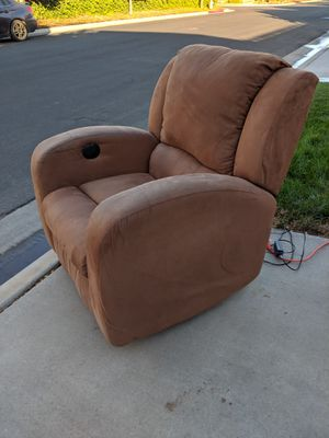 Lazy boy style chair with electronic recliner for Sale in Clovis, CA