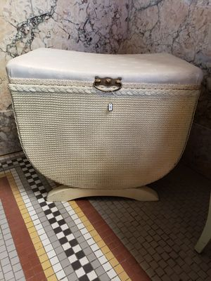 Vintage Laundry Hamper for Sale in Riverbank, CA
