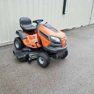 """Husqvarna YTH 26V54 Garden Tractor 54"""" Deck 26 HP V-Twin Briggs Engine Great working condition for Sale in Bolingbrook, IL"""