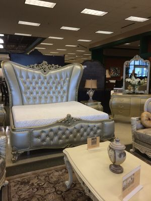Victorian style bedroom set for Sale in Cleveland, OH