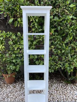 White Wood Shelf for Sale in South Pasadena,  CA
