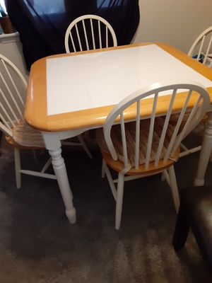Kitchen table and 4 chairs for Sale in Dearborn Heights, MI