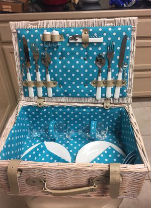 Lined Picnic Basket for 2! Great for Date Night for Sale in Beaumont, TX