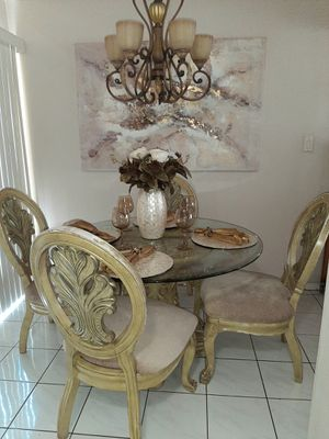 Dining table and 4 chairs for Sale in Santa Fe Springs, CA