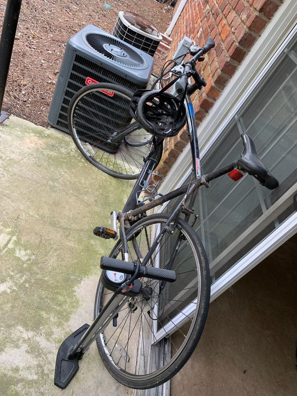 Diamondback bike pump and helmet