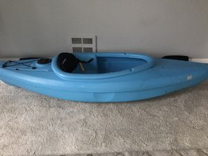 Sun dolphin kayak with paddle for Sale in Everett, WA