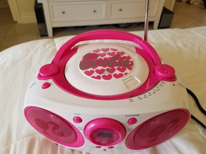 Barbie cd player,,trabaja perfectamente con corriente eléctrica y con baterías for Sale in Miami, FL