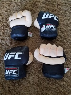 """Fight Gloves """"4 Over Stuffed Large Super Soft UFC Official Fight Gloves"""" for Sale in Orlando, FL"""