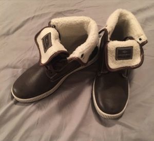 Young Men's size 7 Brown leather Unionbay winter boots lined with cream fleece. for Sale in Stone Mountain, GA