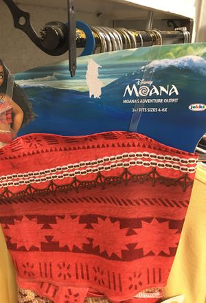 Moana adventure outfit girls size 4/6 for Sale in Nashville, TN