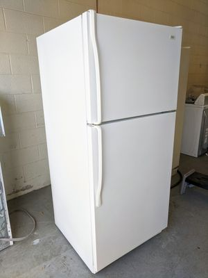 Refrigerator in Great Working Condition - Delivery Available for Sale in Bluffdale, UT