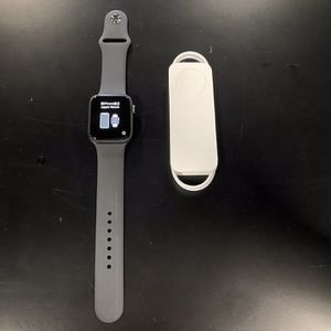 Apple Watch Series 6 44mm Gray GPS for Sale in Kent, WA