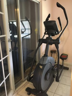 Elliptical trainer machine/ can only be use manually for Sale in Pompano Beach, FL