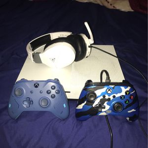 Xbox 1s for Sale in Cedar Hill, TX