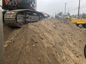 Free delivery Free clean fill dirt available ( Inglewood, gardena, Torrance, Los Angeles , Compton,Brentwood, ) for Sale in Bell Gardens, CA