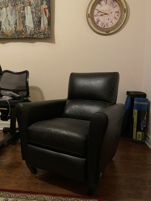 Leather recliner chair for Sale in Riverside, CA