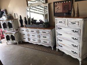 King size bedroom set for Sale in Bartlett, TN