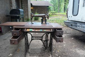 Model 15-88 Singer sewing machine for Sale in Tyler, TX