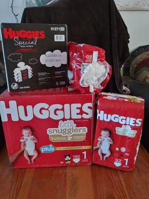 Huggies little snugglers size 1 bundle for Sale in Phoenix, AZ